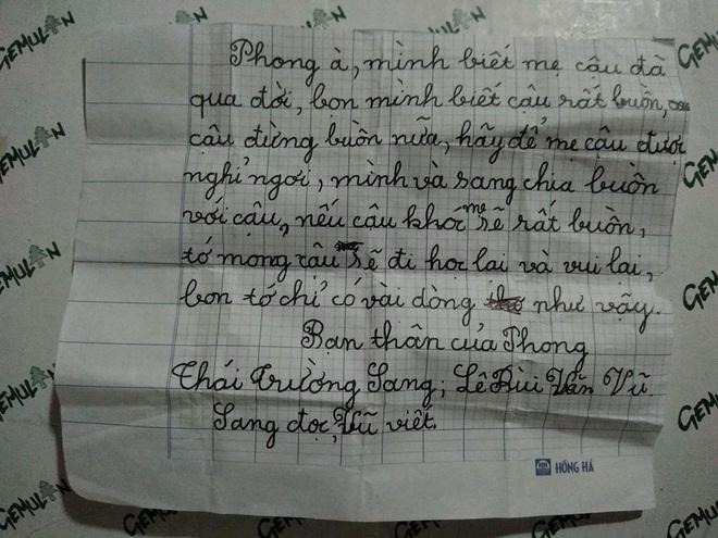 Mẹ bạn qua đời, 2 cậu bé gửi mẩu giấy an ủi khiến người lớn xúc động rơi nước mắt - Ảnh 1.
