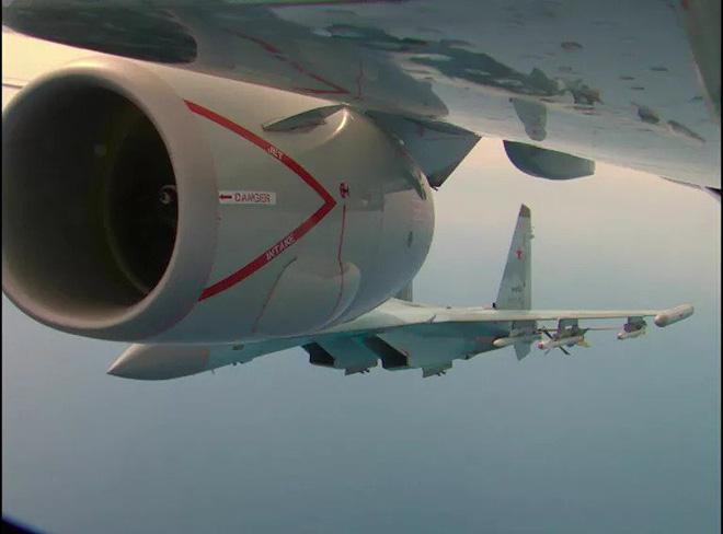 Su-35 Nga uy hiếp máy bay tuần thám P-8A Mỹ: 65 phút đối đầu đầy kịch tính - Ảnh 1.