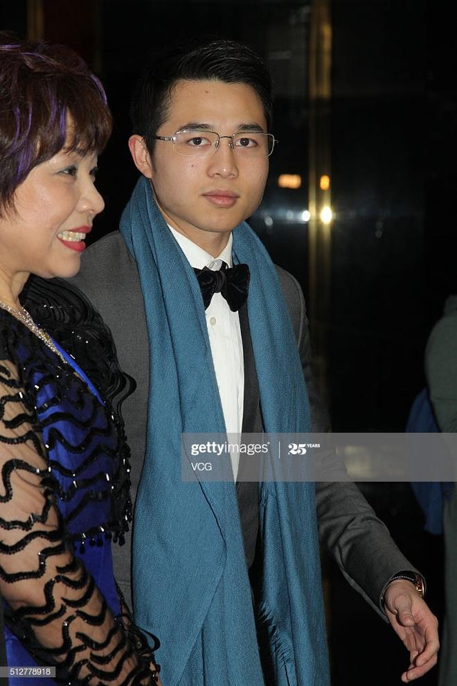 Con trai vua sòng bạc Macau: Sống kín tiếng nhưng hẹn hò với toàn mỹ nhân nóng bỏng - Ảnh 4.