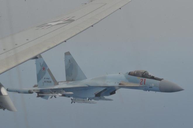 Hai loại tên lửa khủng lắp trên Su-35 Nga khi truy sát máy bay P-8 Mỹ đáng sợ như nào? - Ảnh 2.
