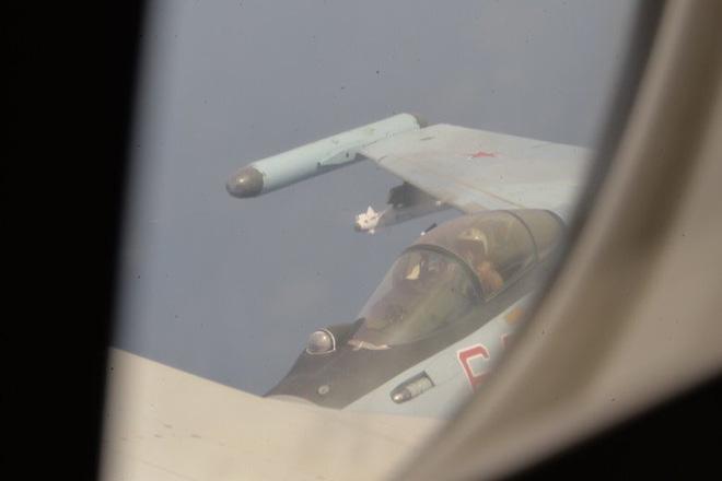 Hai loại tên lửa khủng lắp trên Su-35 Nga khi truy sát máy bay P-8 Mỹ đáng sợ như nào? - Ảnh 4.