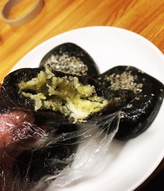 Đi đường ở Nhật tiện tay hái nắm lá, cô gái chế ngay được món bánh nức tiếng quê nhà khiến mọi người tới tấp hỏi công thức - Ảnh 8.