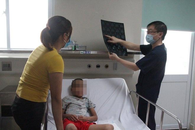 3 triệu chứng nguy hiểm cần tới viện gấp nếu ốm sốt trong những ngày nóng nắng - Ảnh 1.