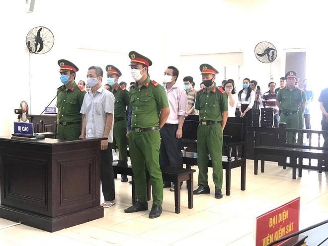 Cựu Bí thư thị xã Bến Cát lĩnh án 10 năm tù giam - Ảnh 1.