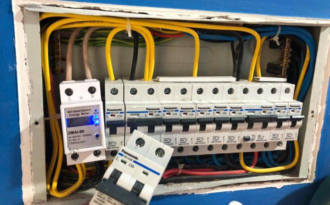 """""""Nhức túi"""" với tiền điện, nhiều người mua công tơ điện điều khiển bằng giọng nói để kiểm soát"""