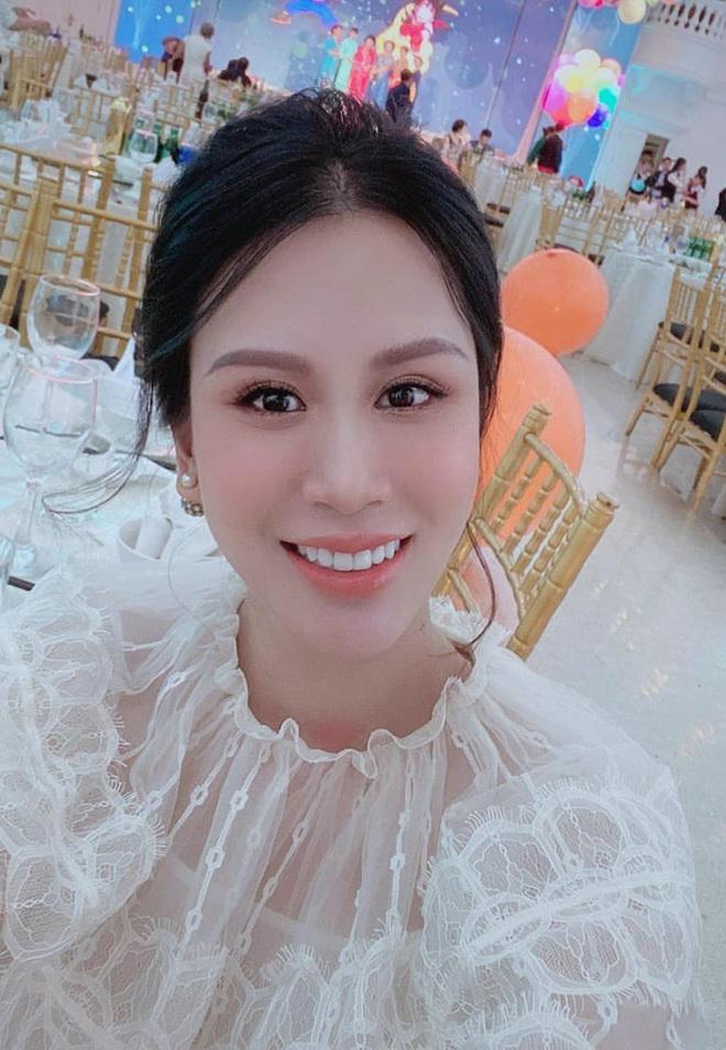 Sắc vóc vợ hai kém 8 tuổi của MC Thành Trung sau khi sinh đôi - Ảnh 4.