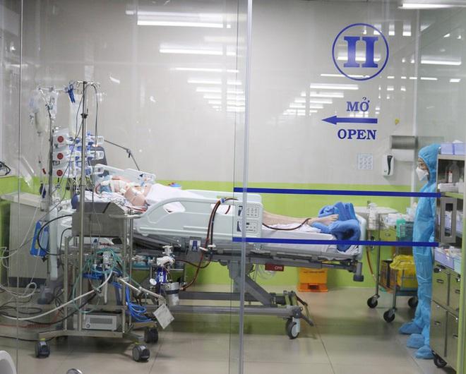 Diễn biến mới nhất về bệnh nhân COVID-19 là phi công người Anh - Ảnh 1.