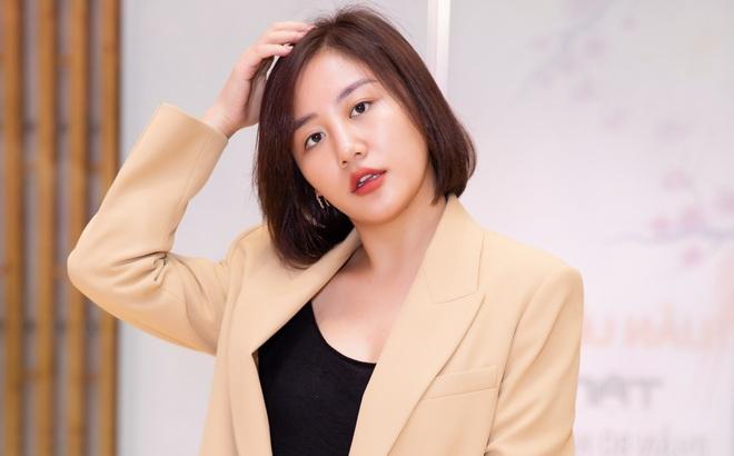 Văn Mai Hương mặc cá tính đi sự kiện