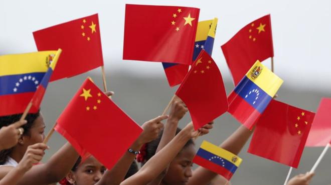 Vì sao Mỹ trơ mắt nhìn tàu dầu Iran thẳng tiến Venezuela: Ẩn số không ai ngờ từ Trung Quốc - Ảnh 1.