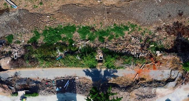 """Cà Mau """"rót"""" gần 100 tỷ đồng xử lý khẩn cấp tình trạng sụt lún đê biển Tây - Ảnh 1."""