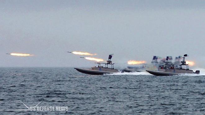 Hàng trăm tàu cao tốc Iran vây bắt sống tàu Mỹ: Kịch bản kiến đấu voi, kết quả bất ngờ? - Ảnh 4.