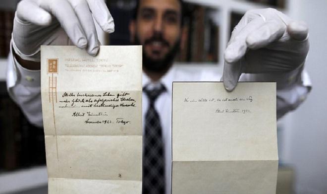 Cậu bé đưa thư cho Einstein được tặng quà, nhiều năm sau họ hàng của cậu nhận được thứ không ngờ - Ảnh 2.
