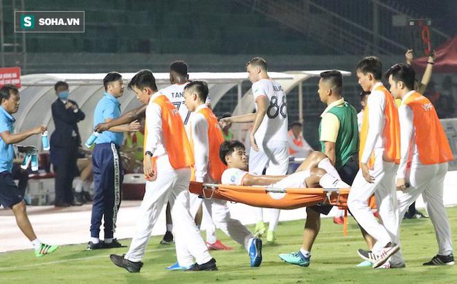 Đức Chinh dính chấn thương phải rời sân sau 20 phút, lỡ cơ hội đối đầu Công Phượng