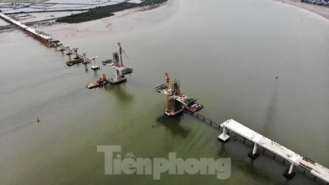 Khám phá cầu đường bộ dài nhất miền Trung nối Nghệ An và Hà Tĩnh - Ảnh 2.