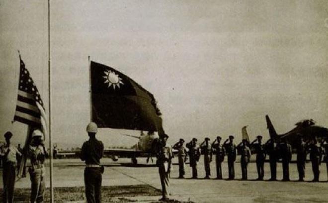 Tài liệu mật về Đài Loan: PLA nã pháo, tàu Mỹ rút chạy; người Trung Quốc thấy mùi thống nhất bằng quân sự - Ảnh 2.