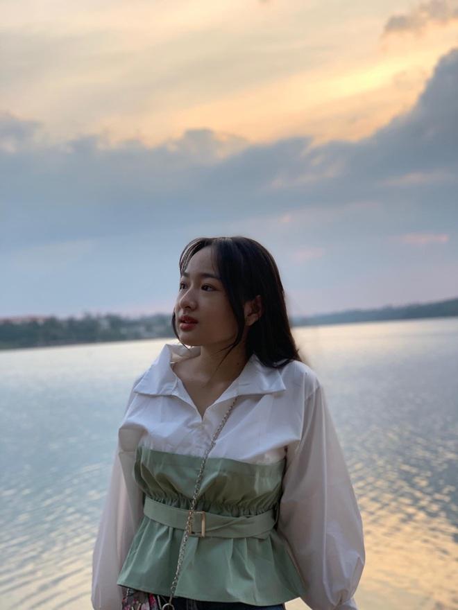 Danh tính nữ sinh Đắk Nông gây sốt khi diện áo dài trắng tới trường - Ảnh 7.