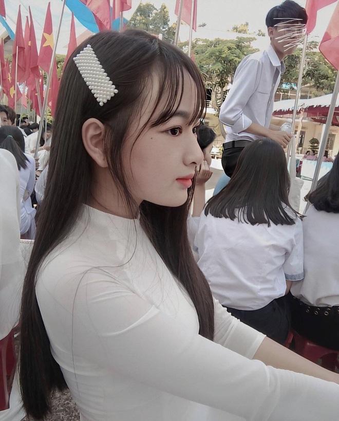 Danh tính nữ sinh Đắk Nông gây sốt khi diện áo dài trắng tới trường - Ảnh 4.