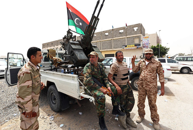 Pakistan bắn hạ 2 máy bay Ấn Độ, căng thẳng đột biến - Pantsir-S1 lập công, 3 UAV Thổ tan xác gần căn cứ chiến lược của lính đánh thuê Nga ở Libya - Ảnh 1.