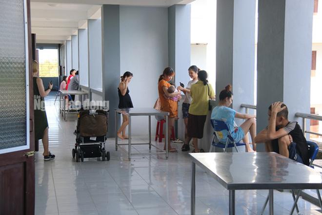 Nhịp sống bên trong khu cách ly 243 bà bầu ở Quảng Nam  - Ảnh 1.