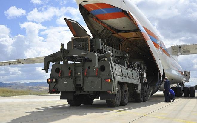 Báo Nga: Thổ Nhĩ Kỳ lại giở trò đâm lén sau lưng, bí mật chuyển S-400 cho Mỹ - Ảnh 1.