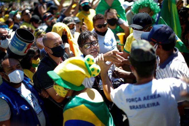 Tại ổ dịch COVID-19 lớn nhất Mỹ-Latinh: TT Brazil vẫn dẫn đầu phong trào biểu tình phản đối cách ly xã hội - Ảnh 4.