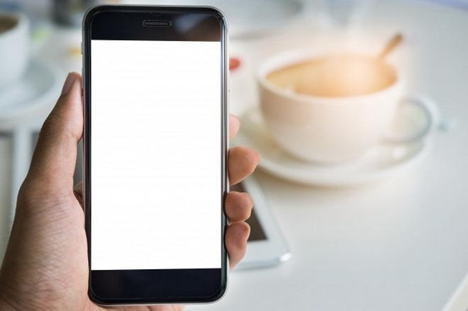 Kiểu cầm điện thoại nói lên tính cách bạn: Người khôn ngoan quen cầm kiểu thứ 2 - Ảnh 3.