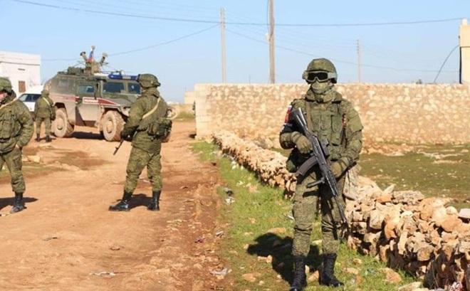 Quân đội Nga chặn đường, xua đuổi lính Mỹ ở Tây Bắc Syria