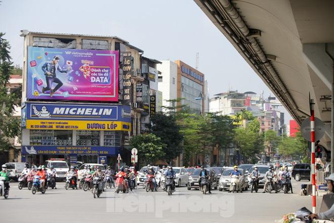 Phương tiện lưu thông trên đường phố Hà Nội tăng đột biến sau kỳ nghỉ 4 ngày - Ảnh 12.