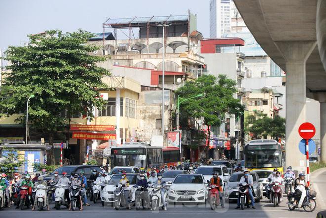 Phương tiện lưu thông trên đường phố Hà Nội tăng đột biến sau kỳ nghỉ 4 ngày - Ảnh 13.