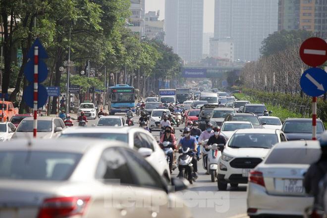Phương tiện lưu thông trên đường phố Hà Nội tăng đột biến sau kỳ nghỉ 4 ngày - Ảnh 9.