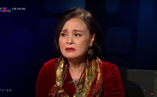 """""""Mẹ chồng"""" Hồng Diễm: Khi hóa trị đến mũi thứ 6, tôi sụp đổ hoàn toàn"""