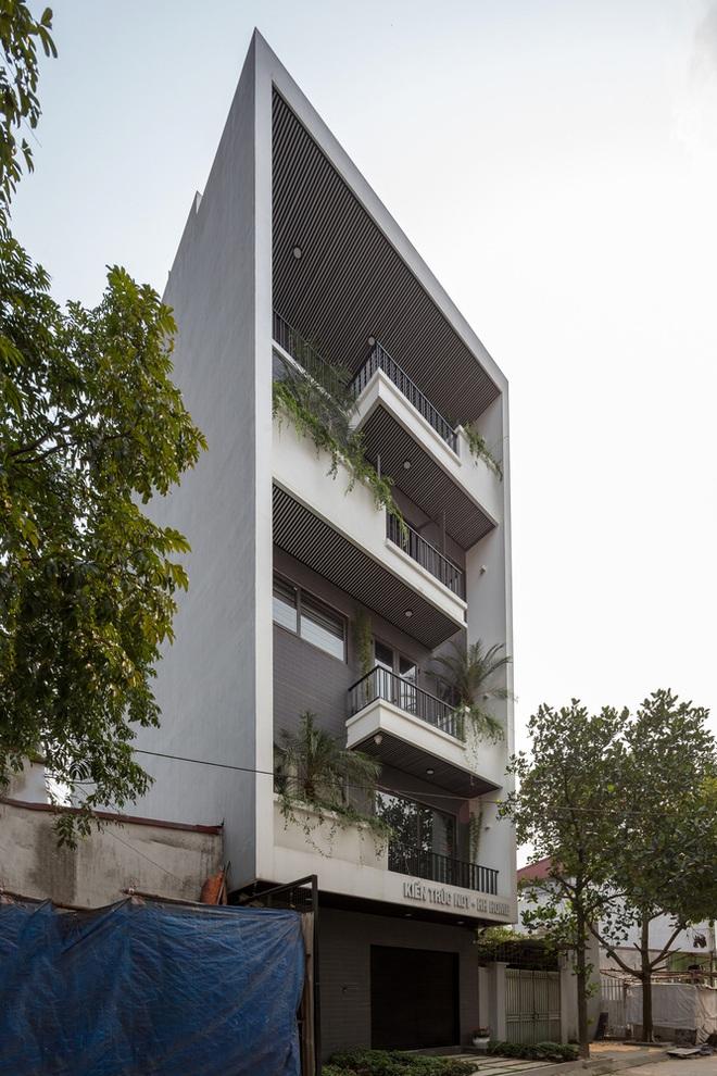 Lạ mắt với ngôi nhà 5 tầng của vợ chồng giáo viên ở Bắc Ninh - Ảnh 1.