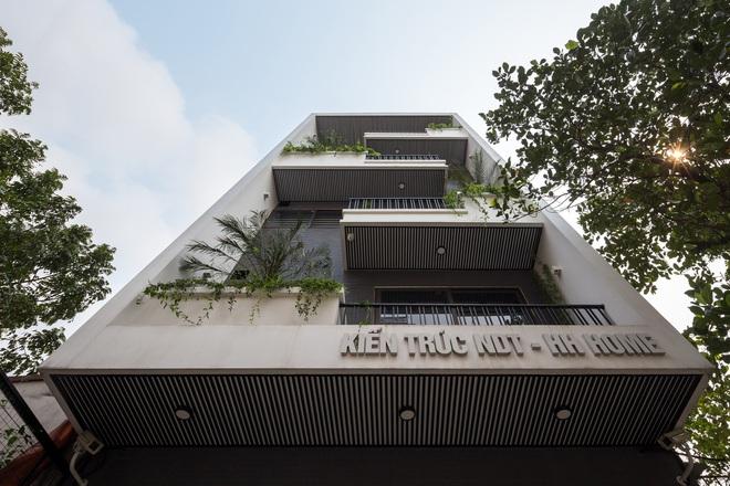 Lạ mắt với ngôi nhà 5 tầng của vợ chồng giáo viên ở Bắc Ninh - Ảnh 2.