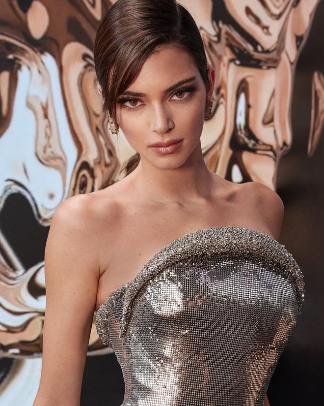 Kendall Jenner: Chân dài triệu đô đắt giá nhất nhì Hollywood và đời sống riêng tư gây sốc với lịch sử tình trường dài dằng dặc - Ảnh 2.
