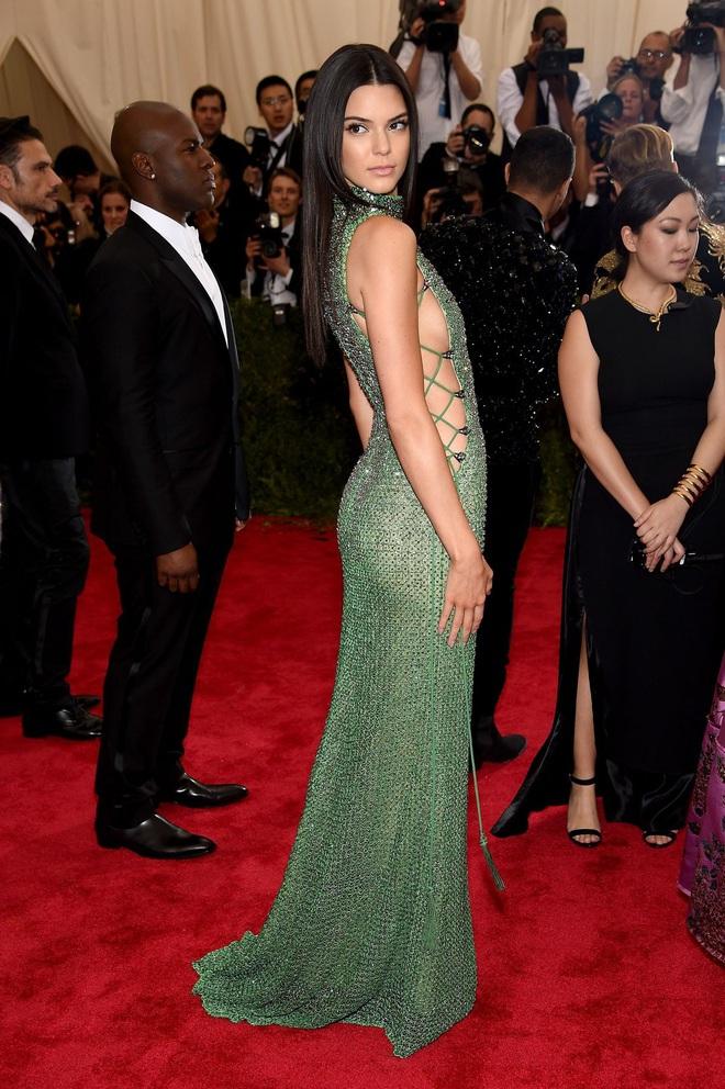 Kendall Jenner: Chân dài triệu đô đắt giá nhất nhì Hollywood và đời sống riêng tư gây sốc với lịch sử tình trường dài dằng dặc - Ảnh 14.