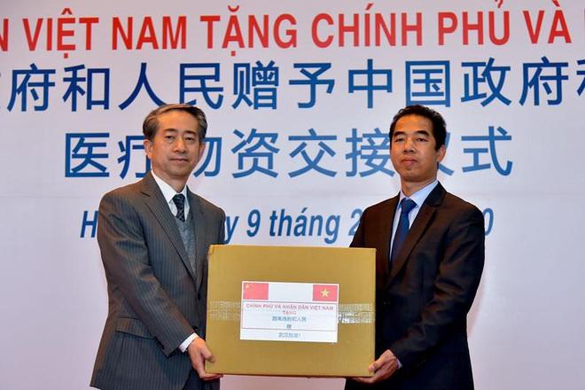 Thượng tướng Nguyễn Chí Vịnh kể chuyện quân đội chống giặc COVID-19 - Ảnh 9.