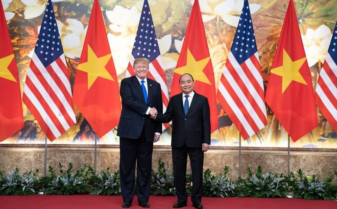 Thủ tướng Nguyễn Xuân Phúc điện đàm với Tổng thống Mỹ: Ông Trump cảm ơn Việt Nam hỗ trợ, ngỏ ý tặng máy thở