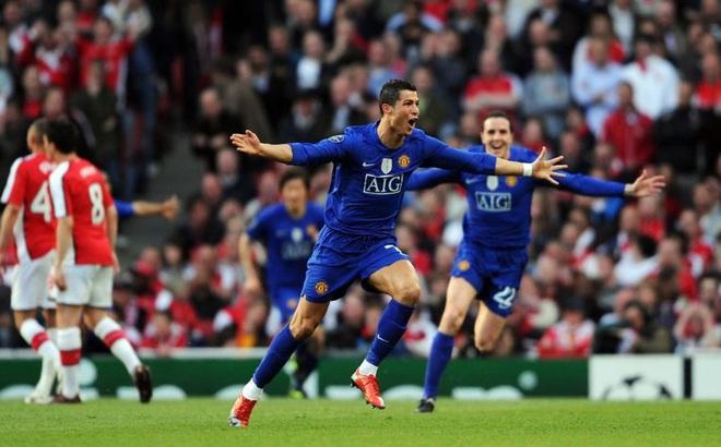 """""""Phát đạn cuối"""" của Ronaldo và pha phản công """"sấm vang chớp giật"""" đi vào lịch sử Man United"""