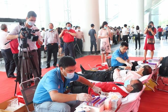 Hơn 600 cán bộ, CNVC-LĐ tỉnh Bình Dương hiến máu cứu người  - Ảnh 3.
