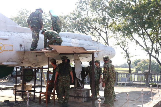 Mục kích quân đội tháo rời máy bay tại Huế chuyển về bảo tàng - Ảnh 11.