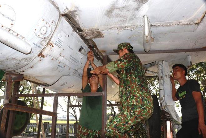 Mục kích quân đội tháo rời máy bay tại Huế chuyển về bảo tàng - Ảnh 16.