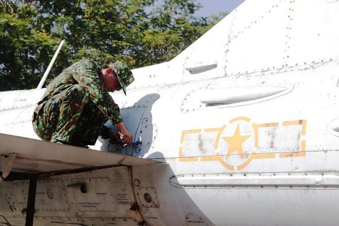Mục kích quân đội tháo rời máy bay tại Huế chuyển về bảo tàng - Ảnh 18.