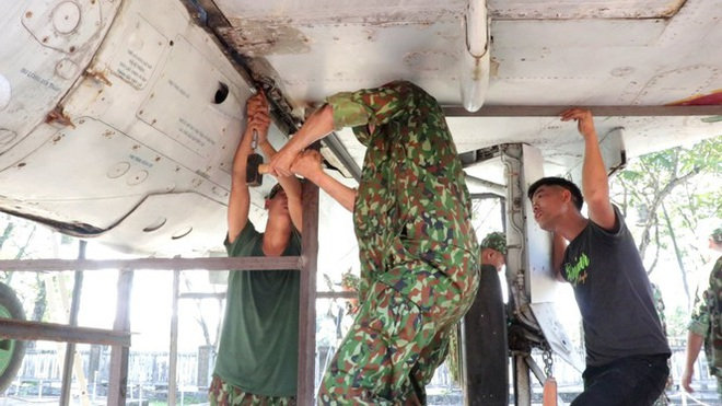 Mục kích quân đội tháo rời máy bay tại Huế chuyển về bảo tàng - Ảnh 5.