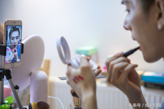 Vlogger Trung Quốc khai phá con đường mới: Thánh ăn công sở độc đáo với cách nấu riêng biệt, Tiên nữ đồng quê thu nhập hàng chục tỷ đồng mỗi năm - Ảnh 8.