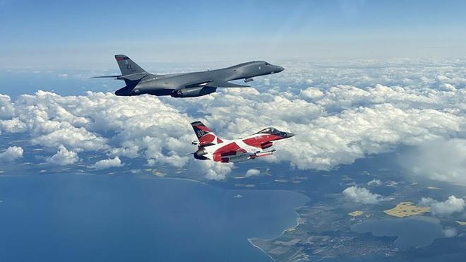 """Mỹ điều """"kỵ binh"""" ném bom B-1B tập trận bắn đạn thật gần biên giới Nga - Ảnh 2."""