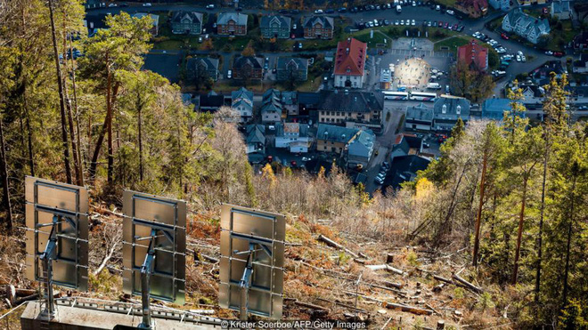 Thị trấn ảm đạm 5 tháng trong năm không thấy mặt trời ở Na Uy - Ảnh 10.