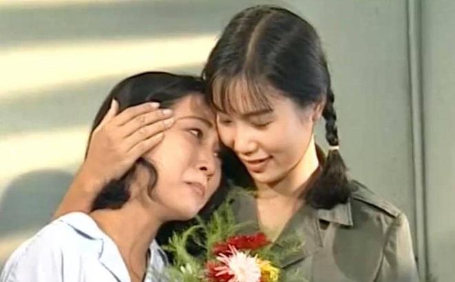 """Hình ảnh 24 năm trước của """"Nữ hoàng Bikini"""" đầu tiên trong showbiz Việt"""