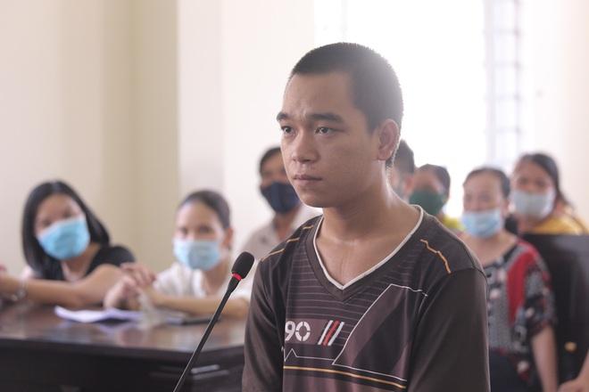 Thanh niên ngáo đá cướp xe, đánh CSGT khi yêu cầu cách ly lãnh 9 năm 9 tháng tù - Ảnh 1.