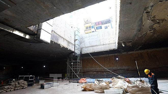 Công nhân làm việc dưới hầm sâu 19 mét ga Nhổn - Ga Hà Nội ngày nắng nóng - Ảnh 3.