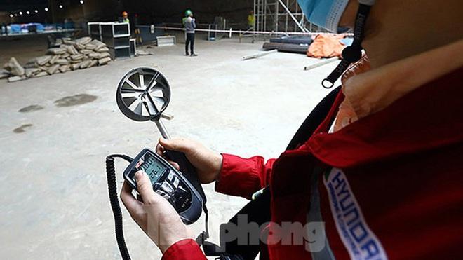 Công nhân làm việc dưới hầm sâu 19 mét ga Nhổn - Ga Hà Nội ngày nắng nóng - Ảnh 5.